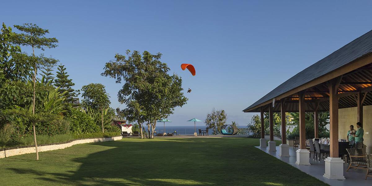Pandawa-Cliff-Estate-Villa-Markisa-Expansive-garden-area.jpg