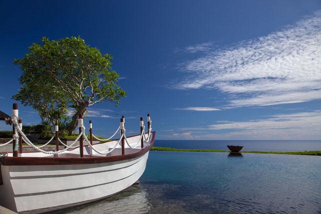 Boat-in-Infinity-Pool-.jpg