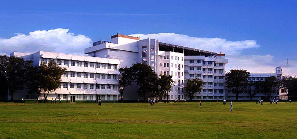 UE Caloocan Campus, Administration & Academic Building