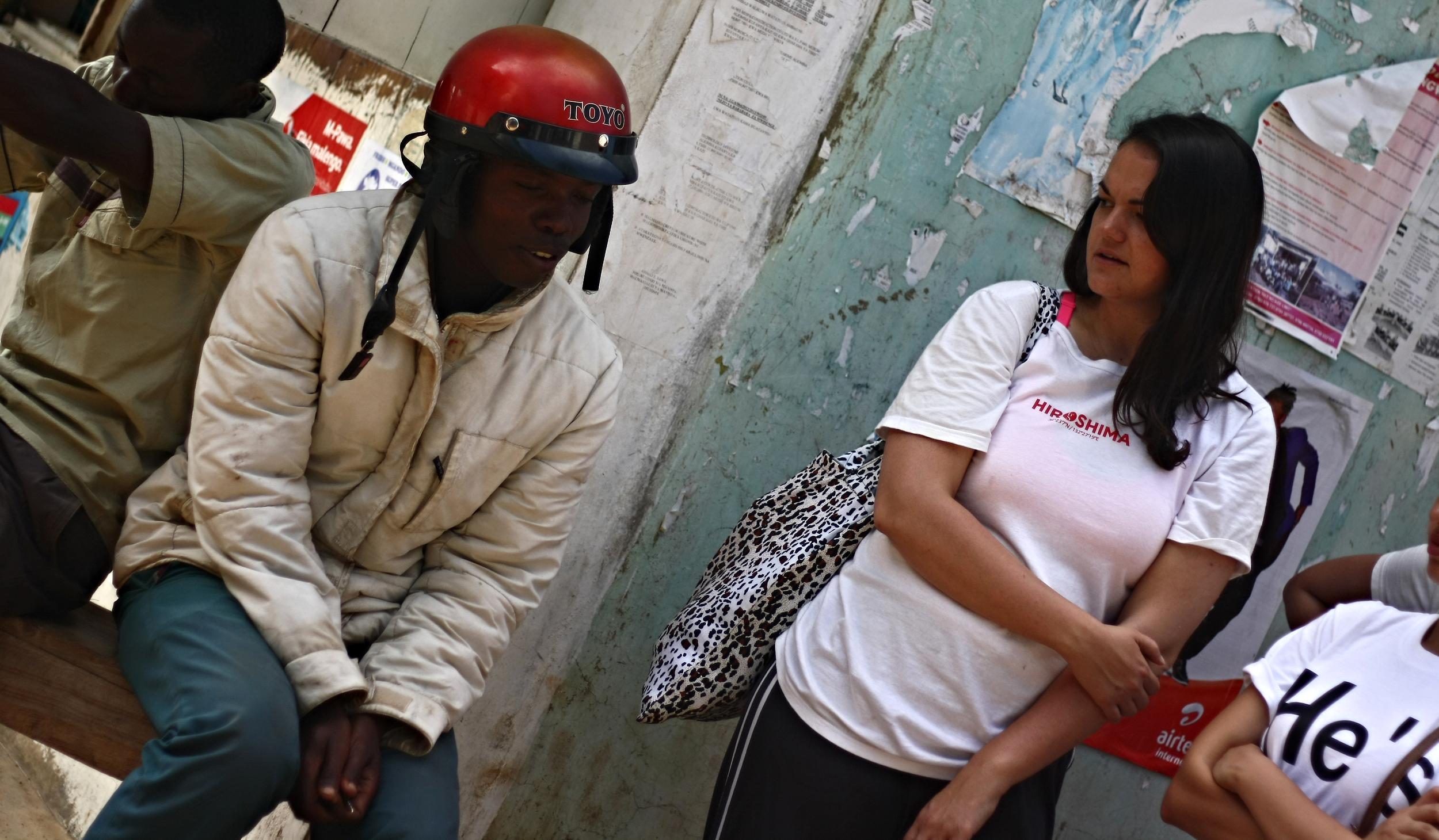 Chatting with a man at a marketplace near Lake Victoria in Kenya. Photo: Mark Surnin ©  Mark Surnin Photography , 2014