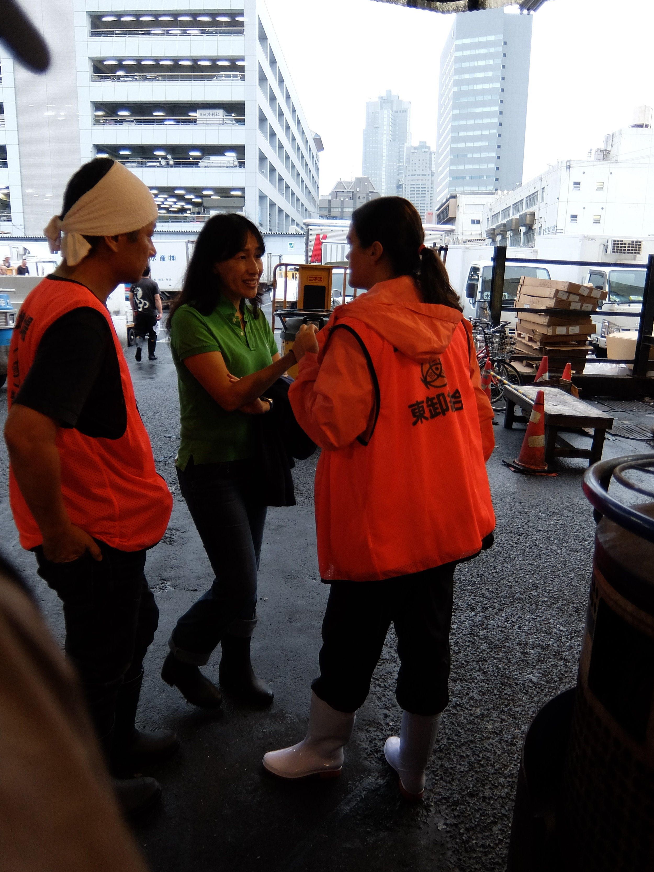 Discussing global warming at the world's largest fish market, Tsukiji in Tokyo