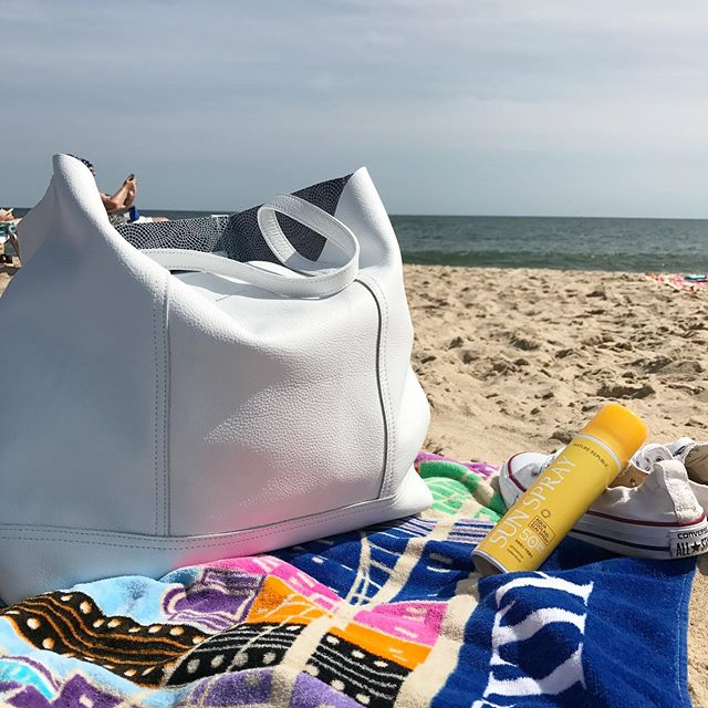 All we need for this beautiful #beachday 🏖 . . . #summer #summertime #beach #hamptons #hamptonsstyle #handbags #leathertote #beachbag #mybag #madeinnyc #newyork #thehamptons