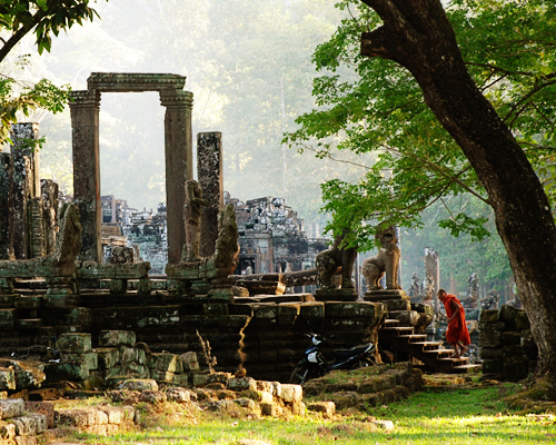 Alicia Morga Cambodia temple