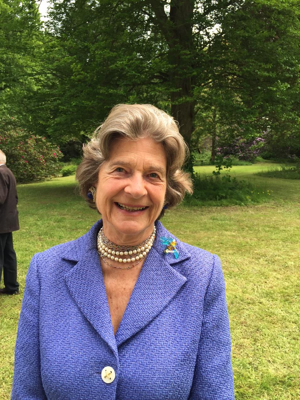 Isabella Gräfin v. Dönhoff.jpg
