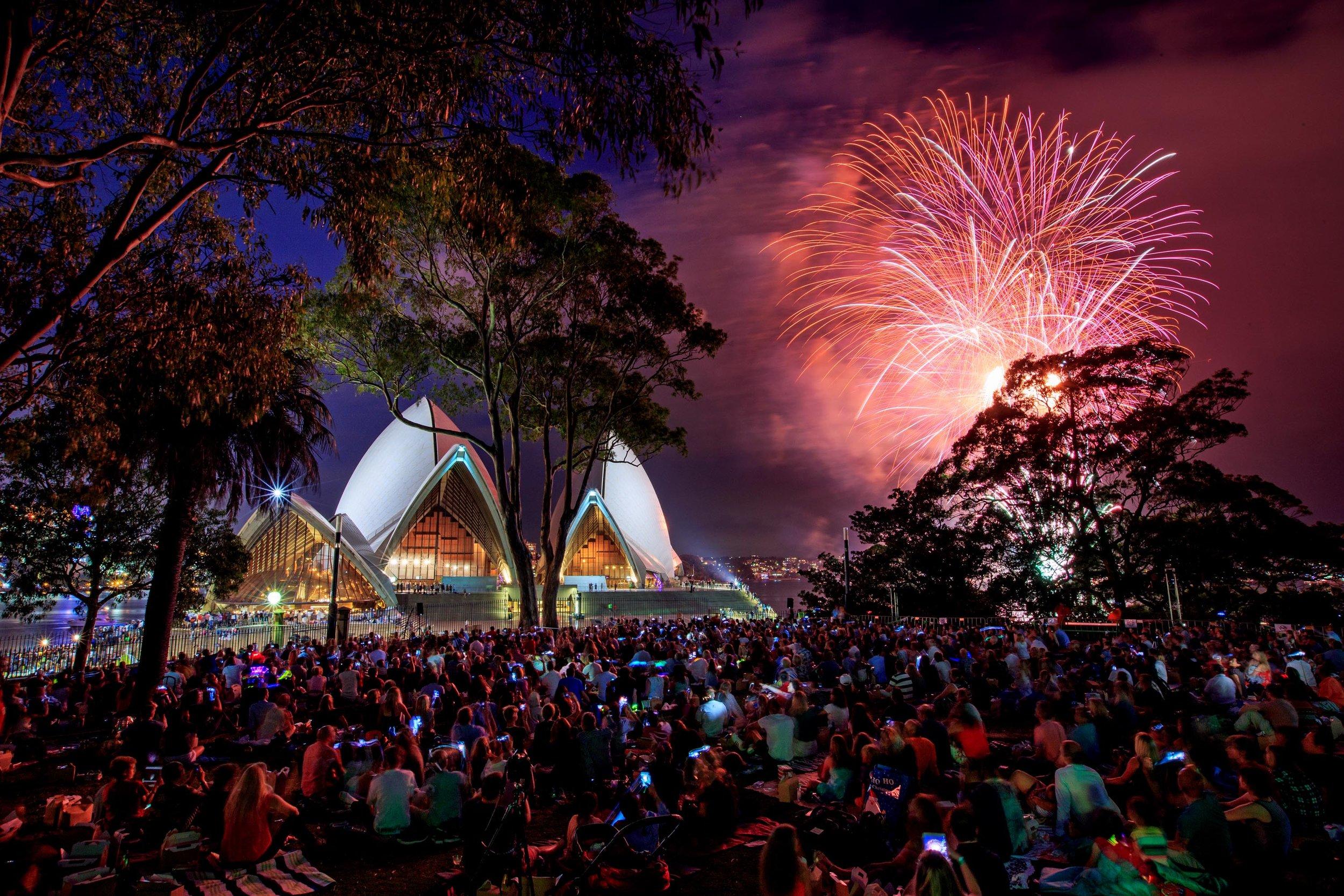 Royal Botanic Gardens_Sydney_NYE 2016_fireworks0013.jpg