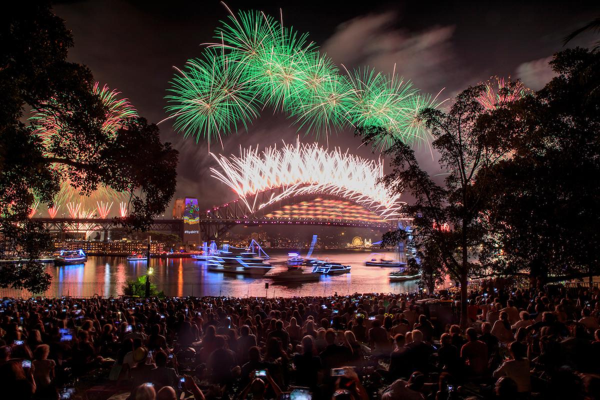 Royal Botanic Gardens_Sydney_NYE 2017_fireworks0624.jpg