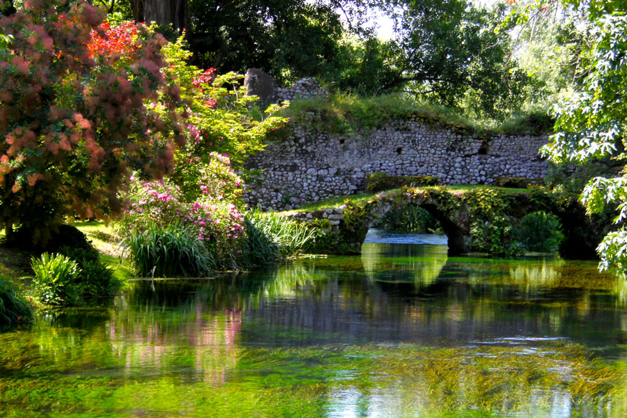 6-Garden-of-Ninfa-most-romantic-botanical-garden-Italy-Rome-Purple-Home-News.jpg