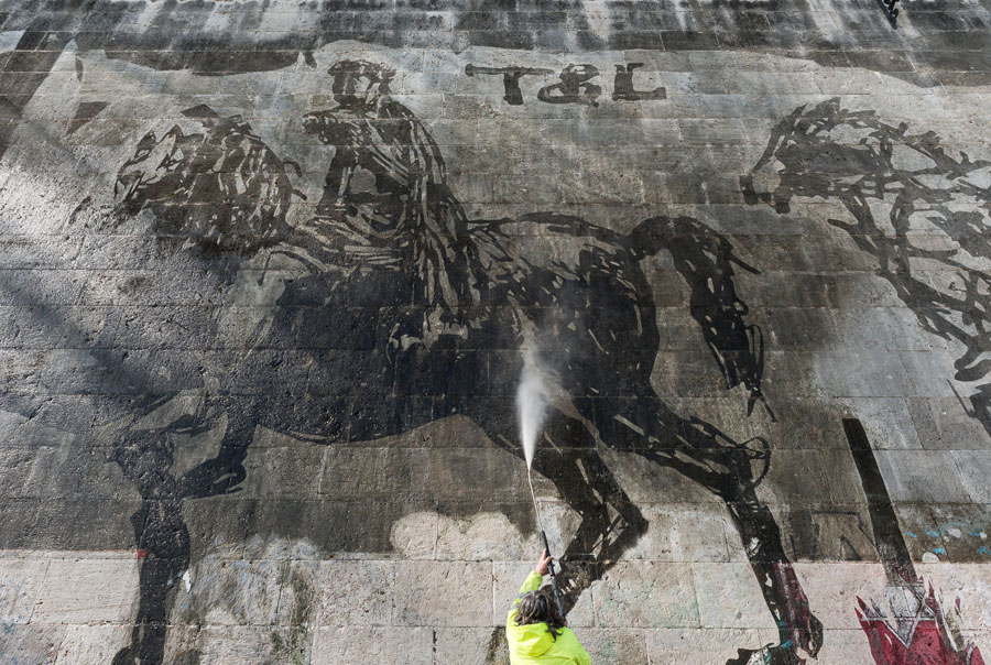 10-TriumphsandLaments-Artwork-William-Kentridge-Rome-Purple-Home-News.jpg