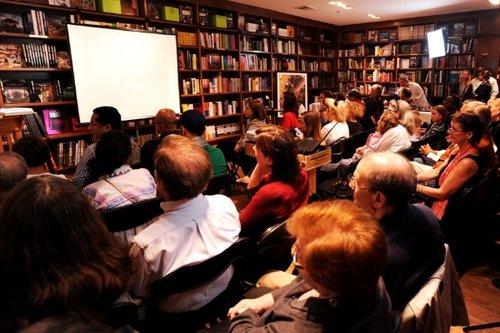 The audience at Books and Books in Coral Gables listening to the talk which was also available through live stream.  La audiencia de Books and Books en Coral Gables escuchando a la charla que estuvo también disponible en live stream.