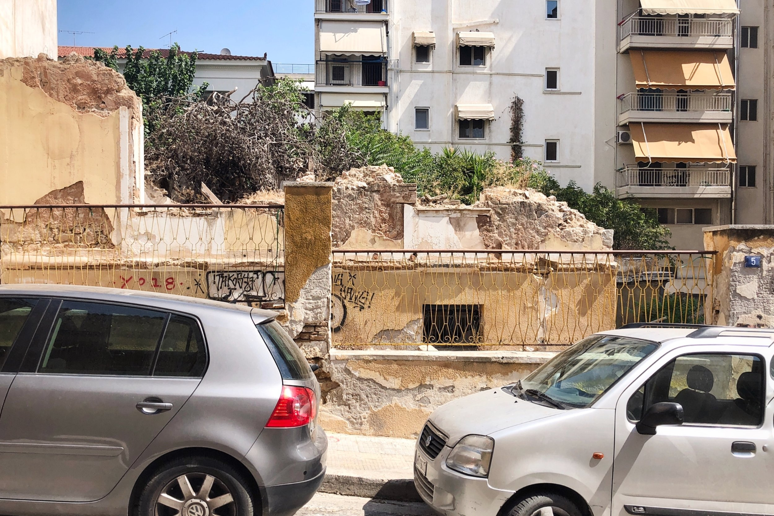 Athens_concrete_cracks.jpg