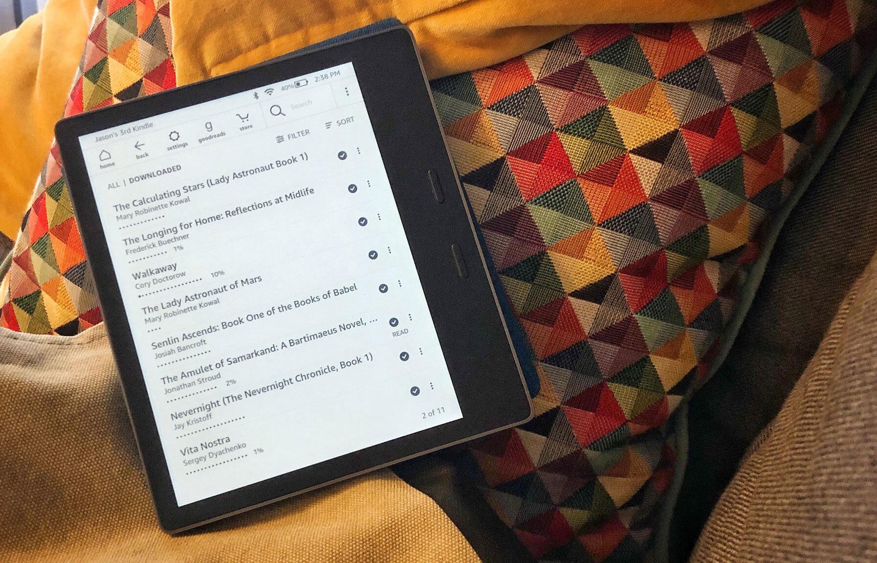 Kindle_reading.jpg