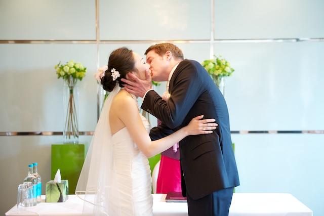 london wedding japanese bride german groom kiss the bride