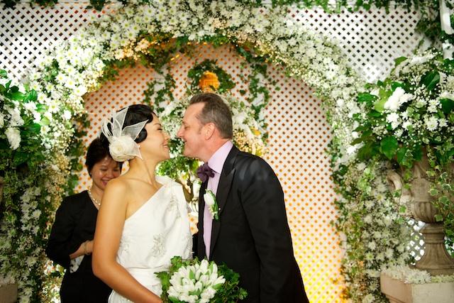 Hong Kong wedding bride groom first kiss marriage alter hullett house