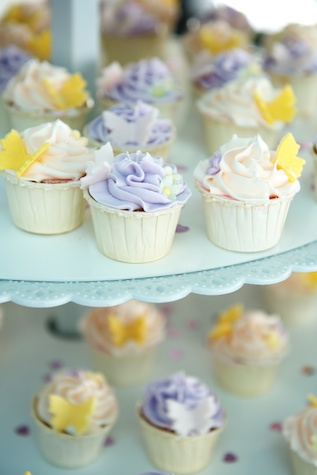 Hong-Kong-Watermark-Central-wedding-day-bride-groom-cupcakes