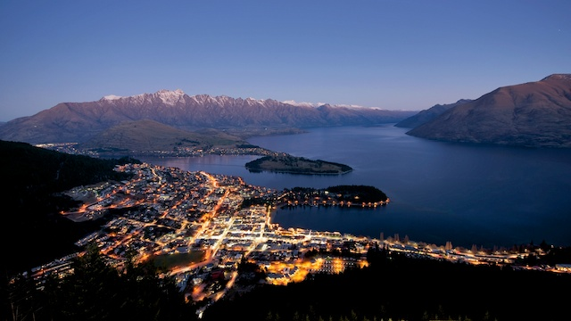 queenstown-new-zealand–pokerstars-snowfest-poker-tournament-scene-panoramic--scenery-timelapse-night-lights