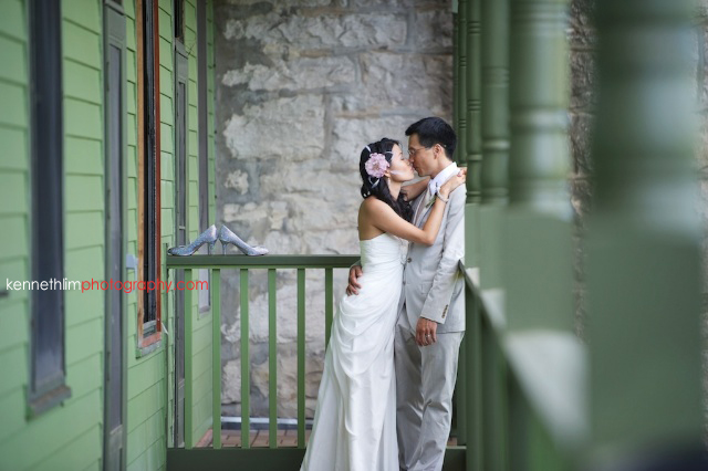New York wedding outdoor couple portrait session kissing