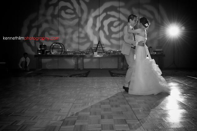Kona Hawaii US Wedding bride groom first dance black and white