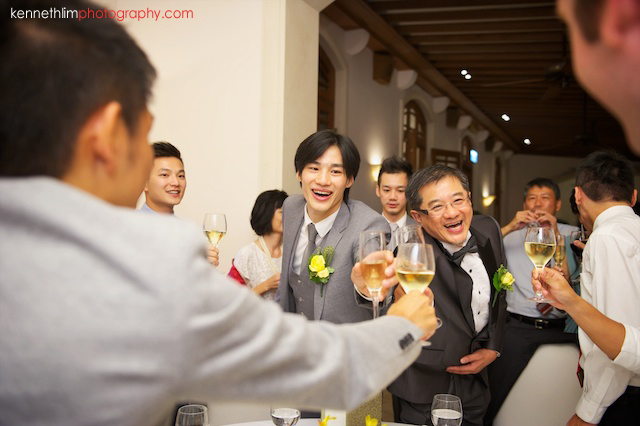 Hong Kong The Verandah wedding banquet groom toasting guests