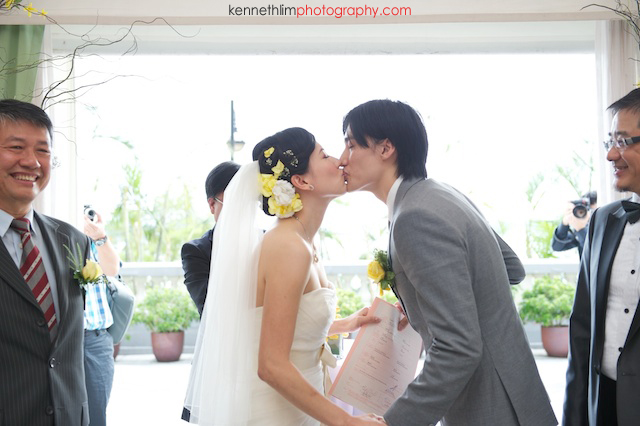 Hong Kong The Verandah wedding outdoor bride groom first kiss ceremony