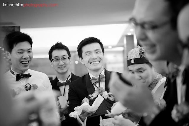 Hong Kong wedding morning games groomsman laughing