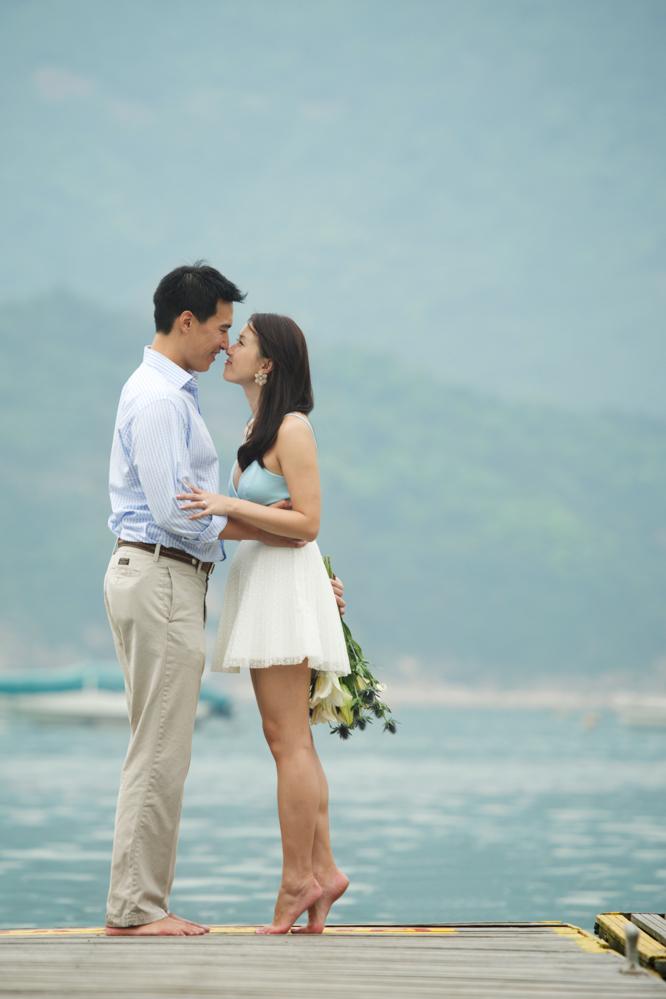 hong-kong-pre-wedding-engagement-photographer-couple-on-docks-pier-kissing-tiptoe.jpg