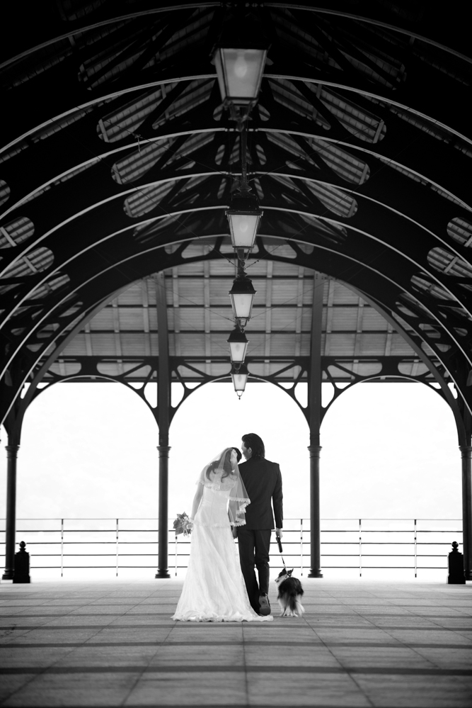 hong-kong-pre-wedding-photographer-couple-walking-together-stanley-pier.jpg