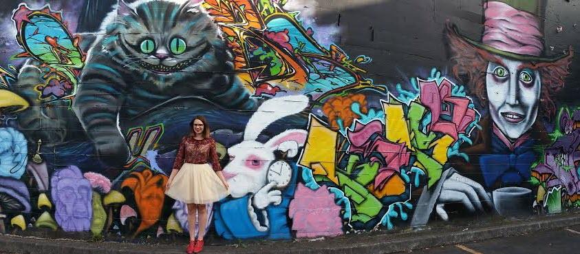 seattle-washington-alice-in-wonderland-graffiti