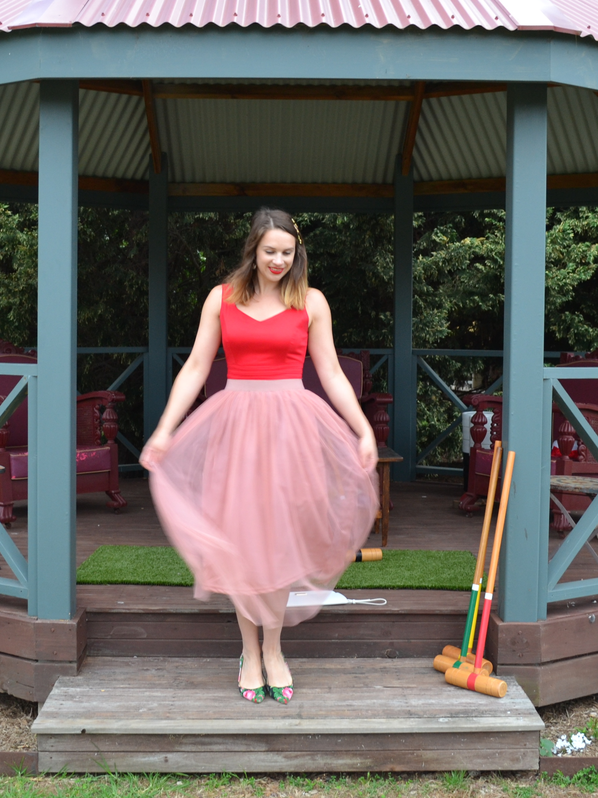 pale-pink-tulle-midi-skirt-red-fitted-top-floral-heels