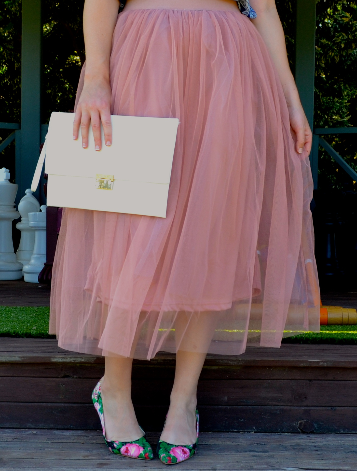 close-up-pink-tulle-midi-skirt-floral-heels