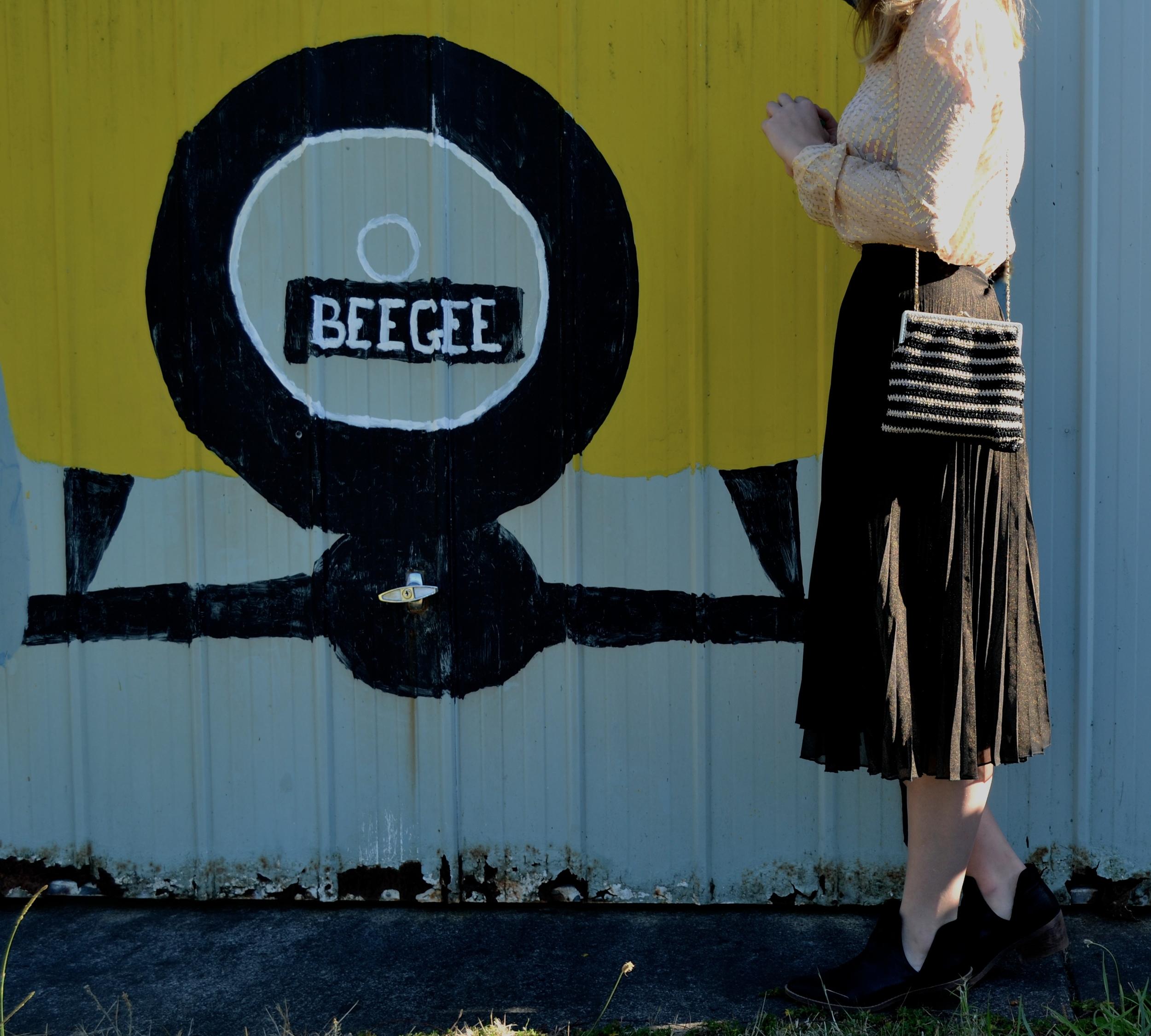 car-wall-sportsgirl-black-pleated-midi-skirt-zara-gold-top