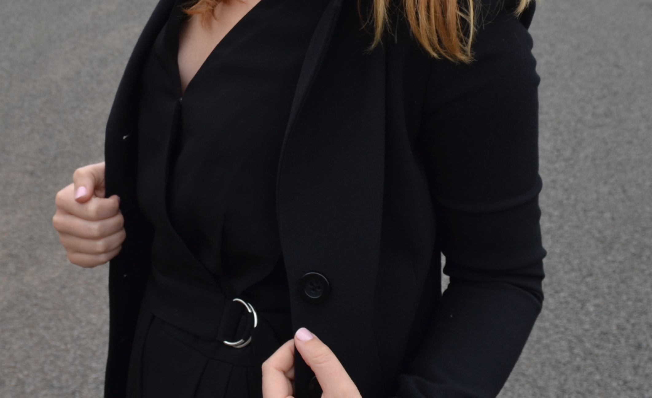 details-black-blazer-besty-johnson