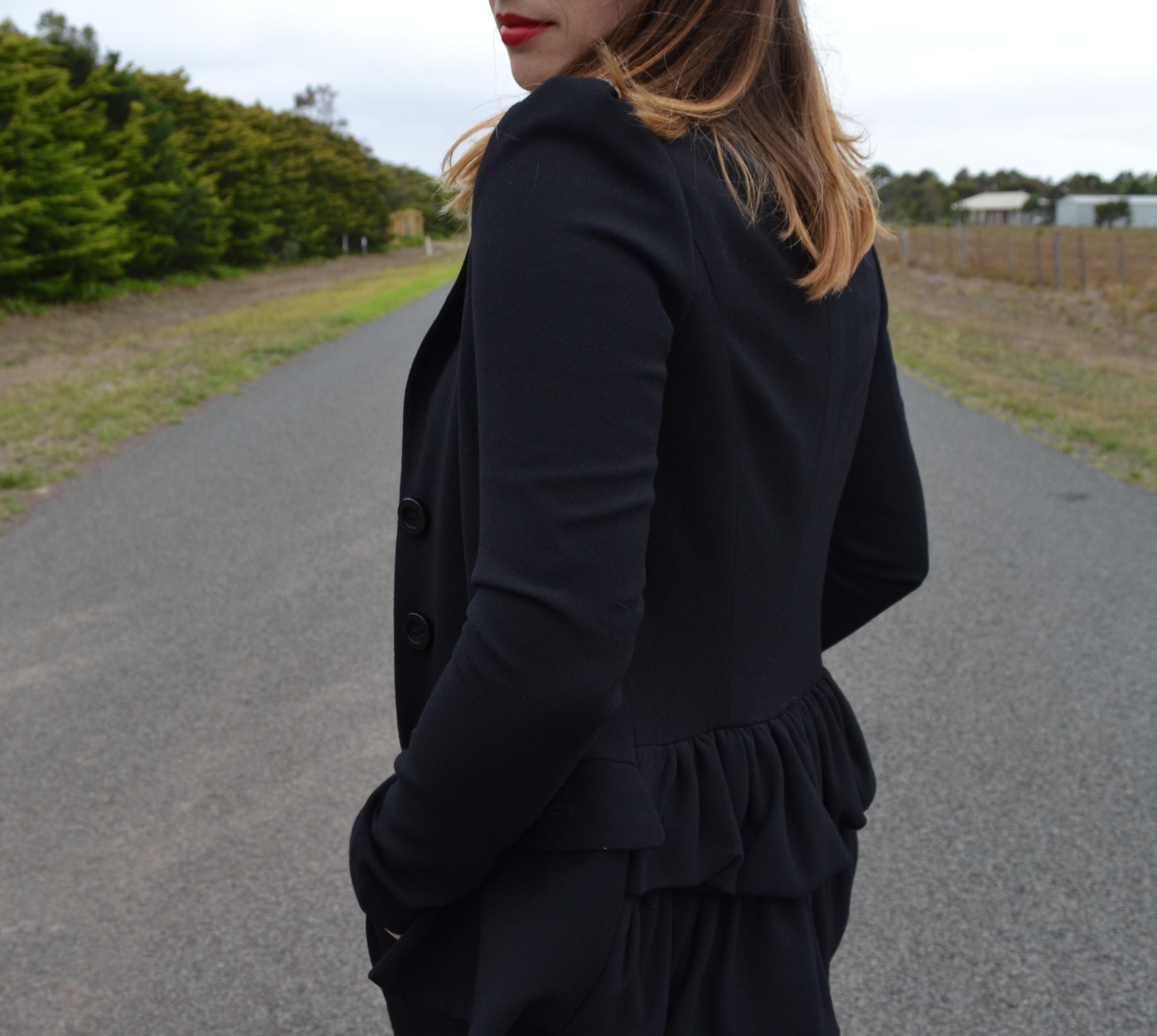 betsy-johnson-blazer-black
