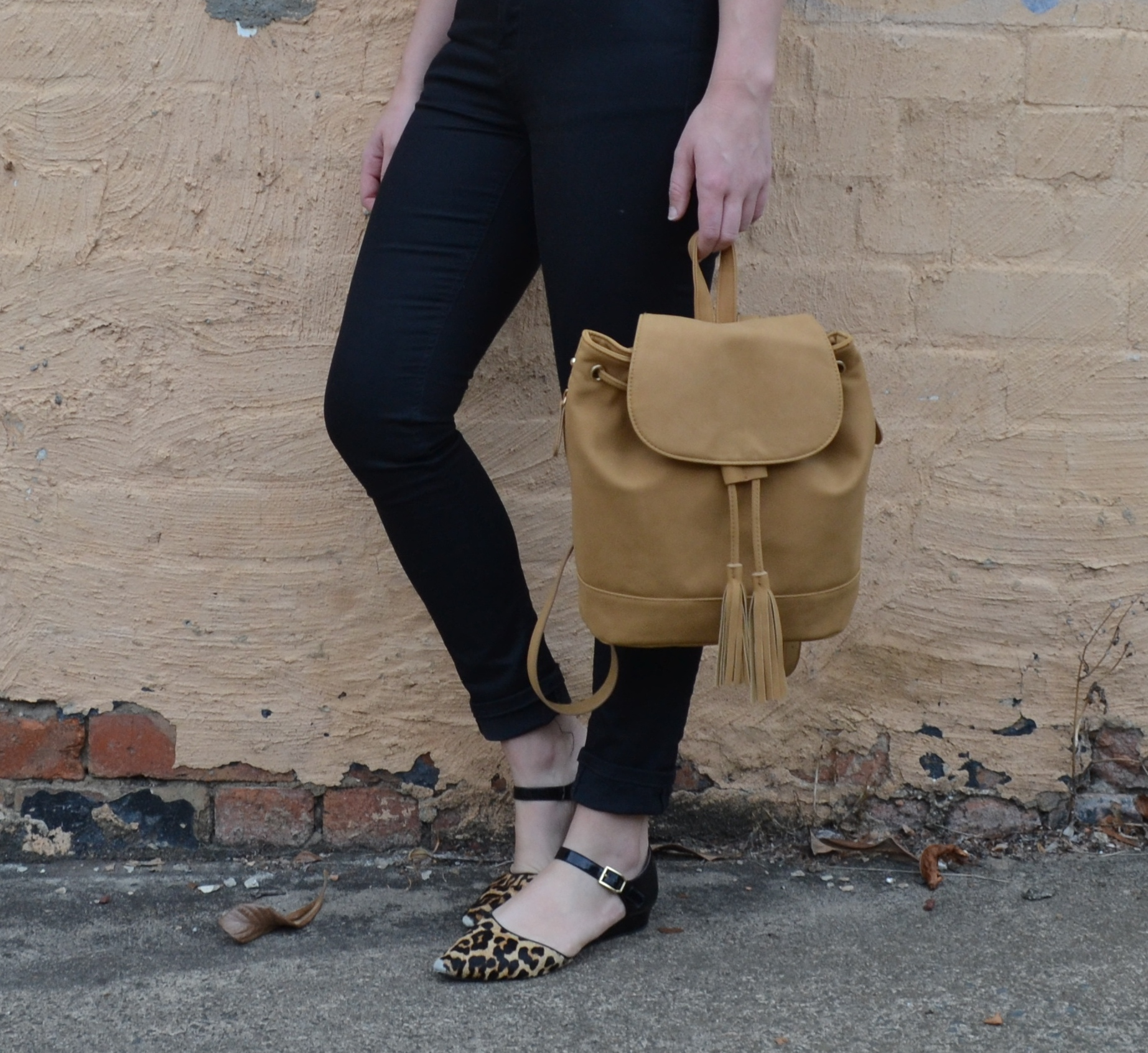 tan-backpack-black-nudie-jeans