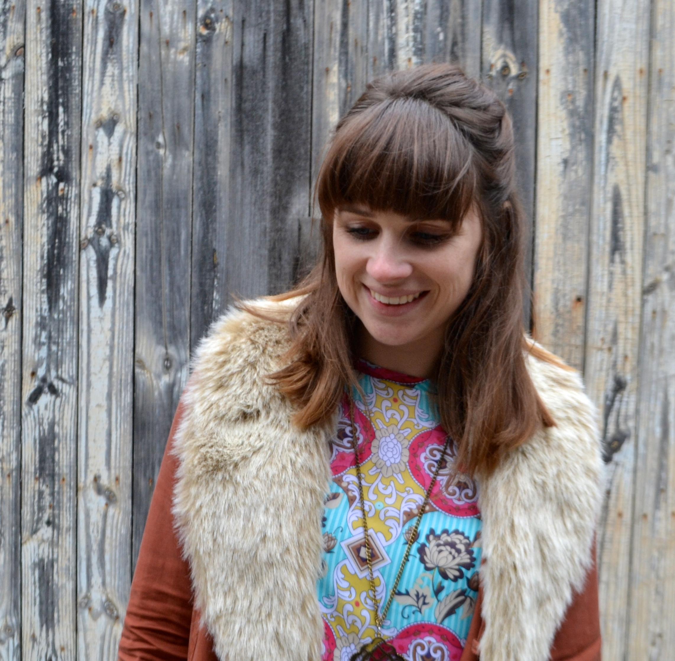 fur-scarf-bright-dress