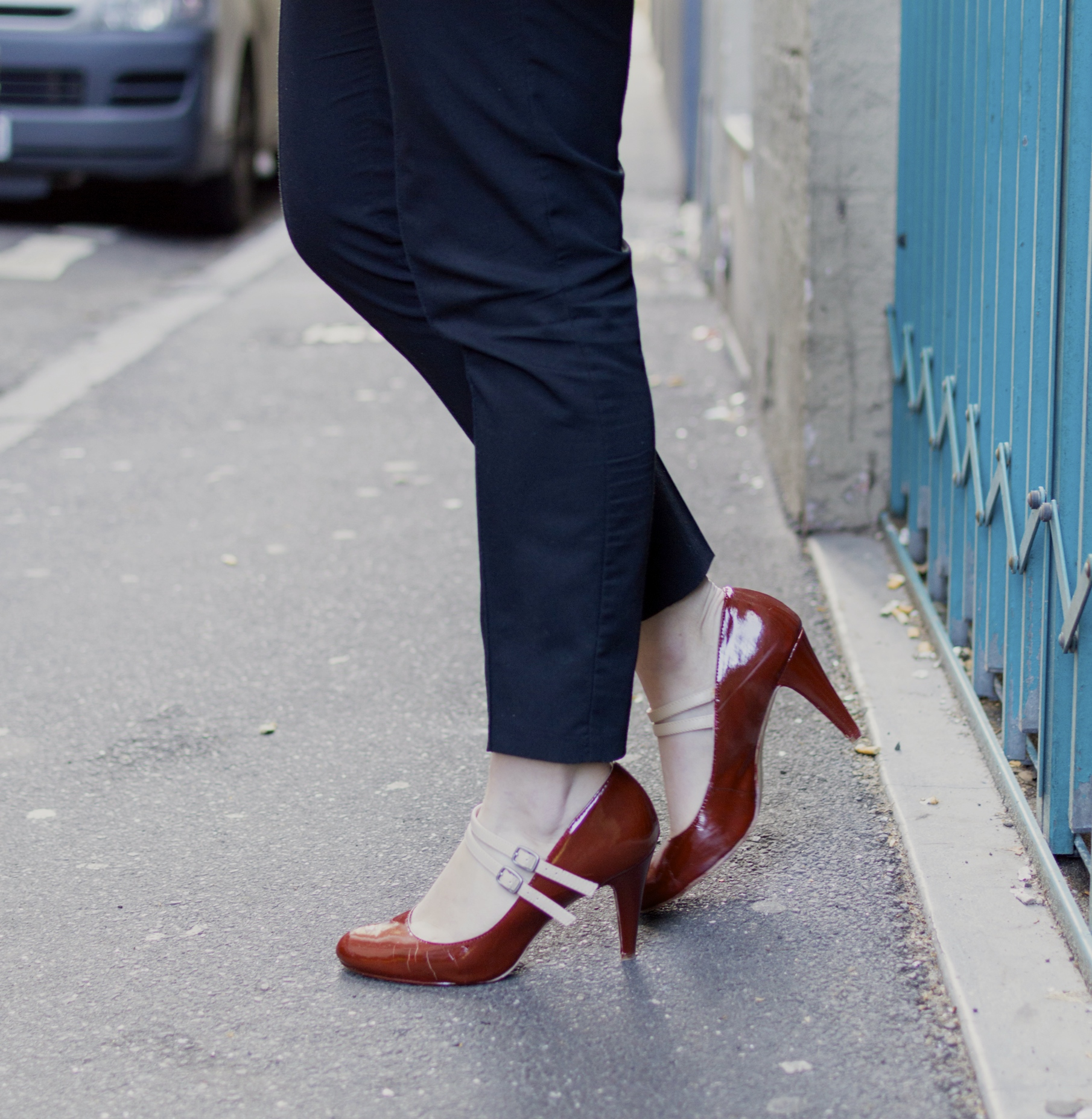 burgundy-cream-heels-black-pants