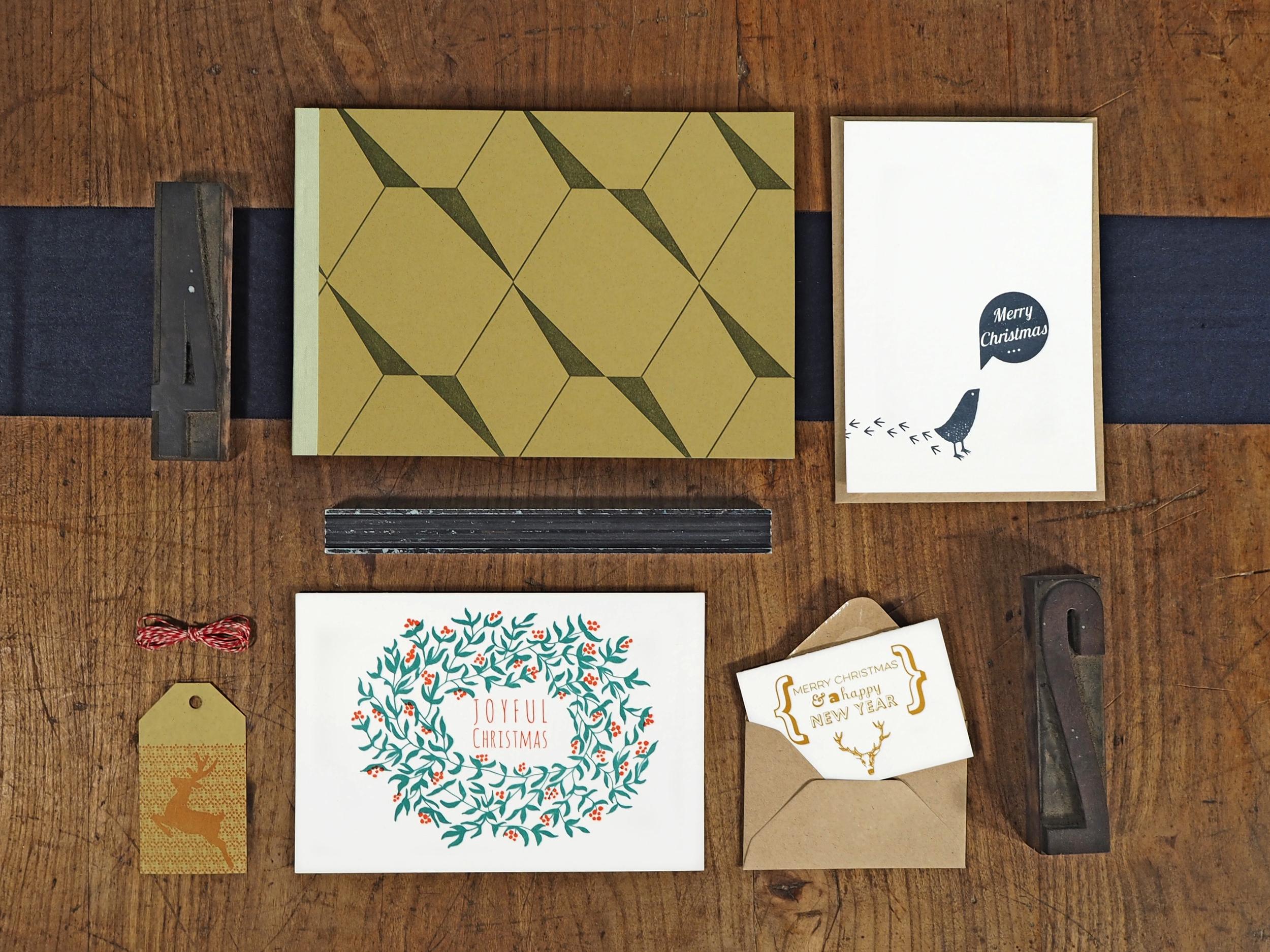 Letterpress Weihnachtspapeterie mit Weihnachtskarte, kleinem Billet, Notizbuch & Geschenksanhänger