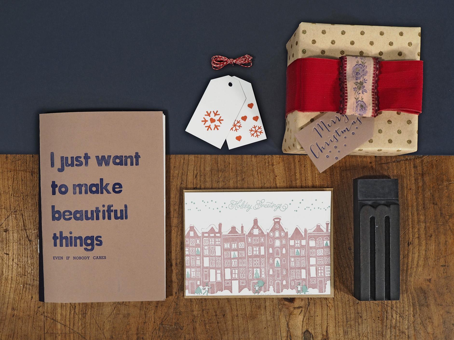 Letterpress Weihnachtspapeterie mit Weihnachtskarte, Notizbuch & Geschenksanhänger