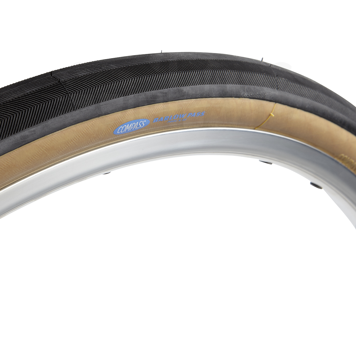 Compass tires has the Barlow Pass to keep things nice and comfortable. Measuring 700 X 38mm.