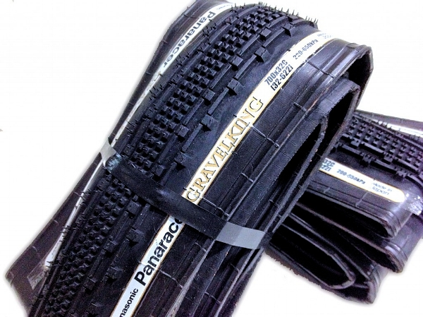 Panaracer gives us the Gravel King. A 700 X 32 mm tire that has a solid tread pattern for puncture free miles.