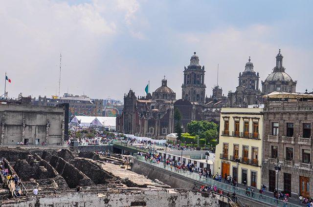 Setecientos Años De Historia En Una Sola Foto. Zócalo, La Ciudad De México, México #zocalo #distritofederal #mexicocity #aztec #tenochtitlan