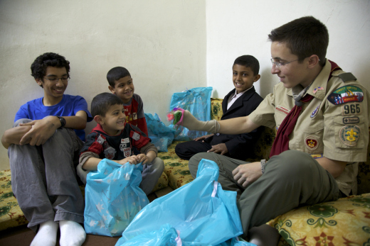 Alex and the children opening the bags and playing with the sock puppets