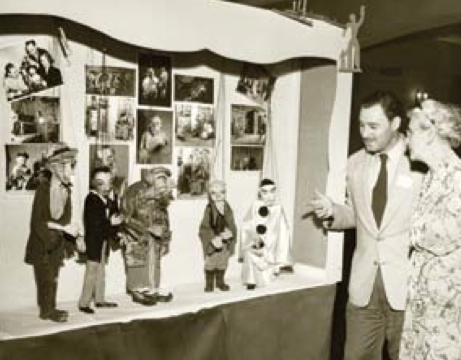 Merten ShowS woMan (roSalynde oSborne Stearn?) a diSplay of Merten MarionetteS (1953) canadian MuSeuM of hiStory docuMent f21a-f3.001.033, iMG2008- 0140-0021-dM