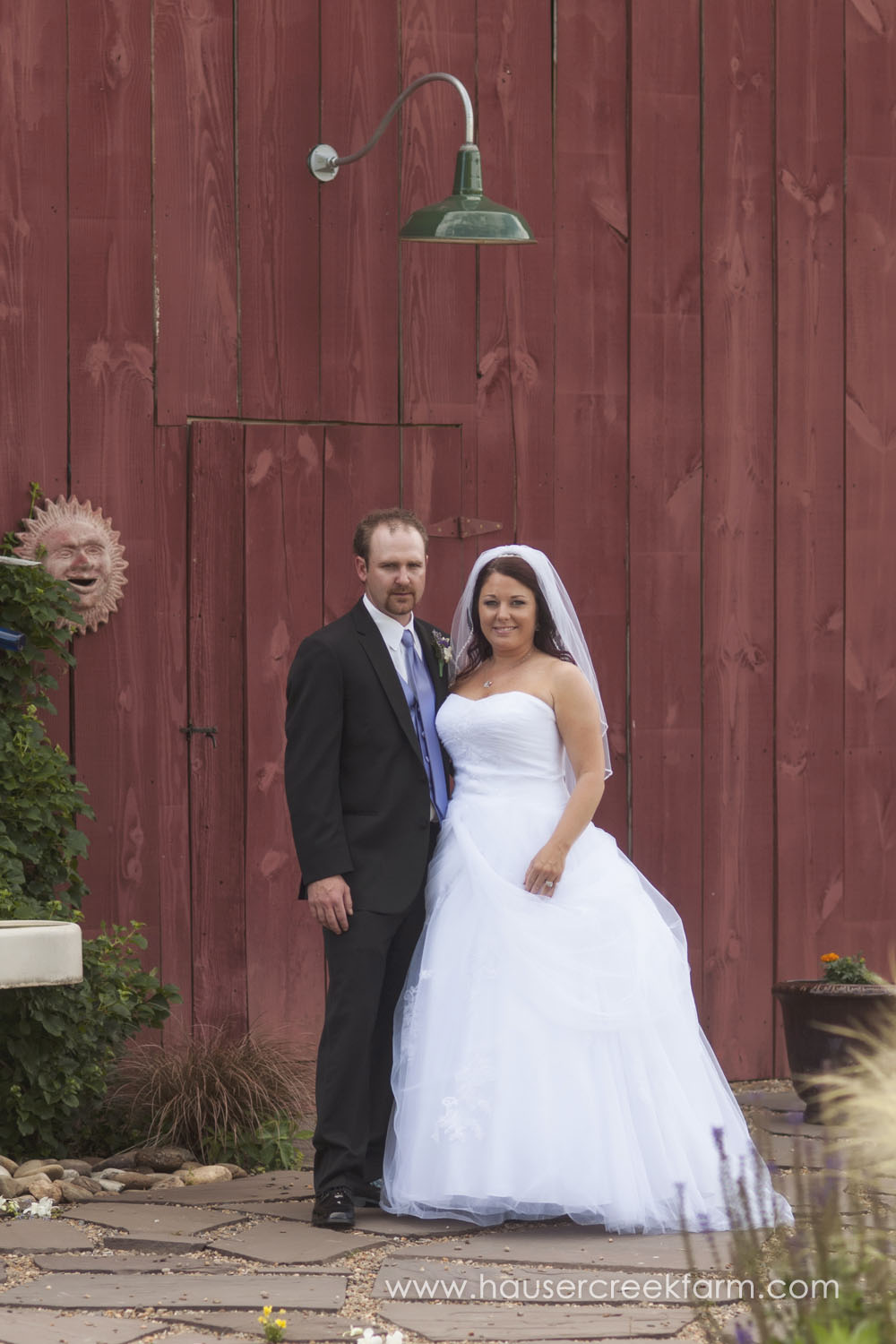 bride-and-groom-farm-wedding-a-photo-by-ashley-0845.jpg