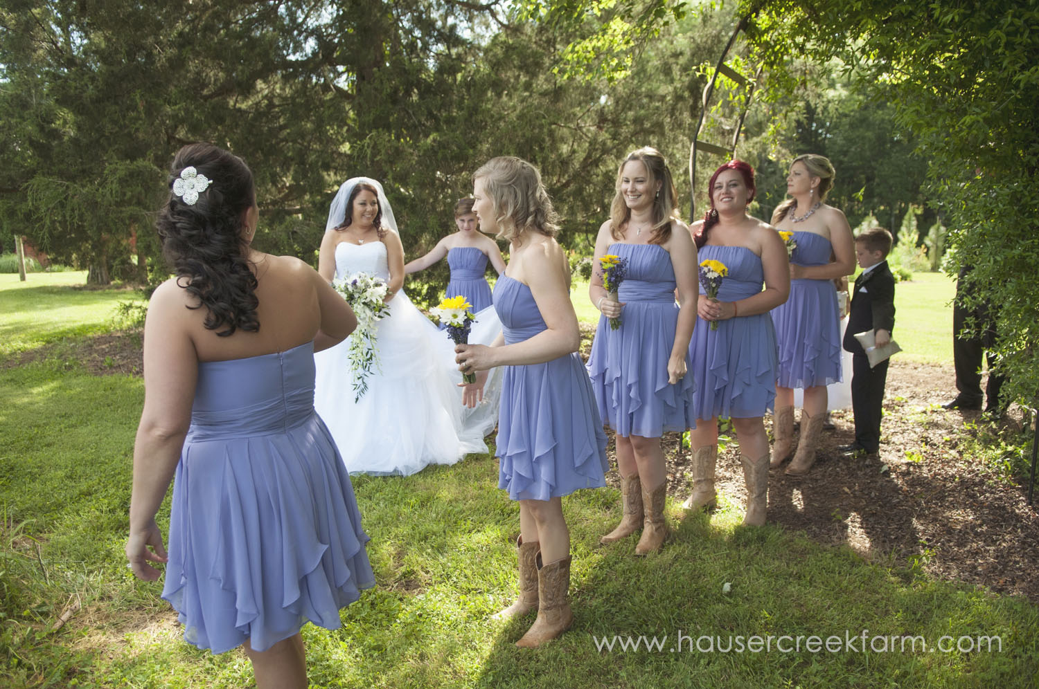 bridesmaids-at-farm-wedding-a-photo-by-ashley-0422.jpg