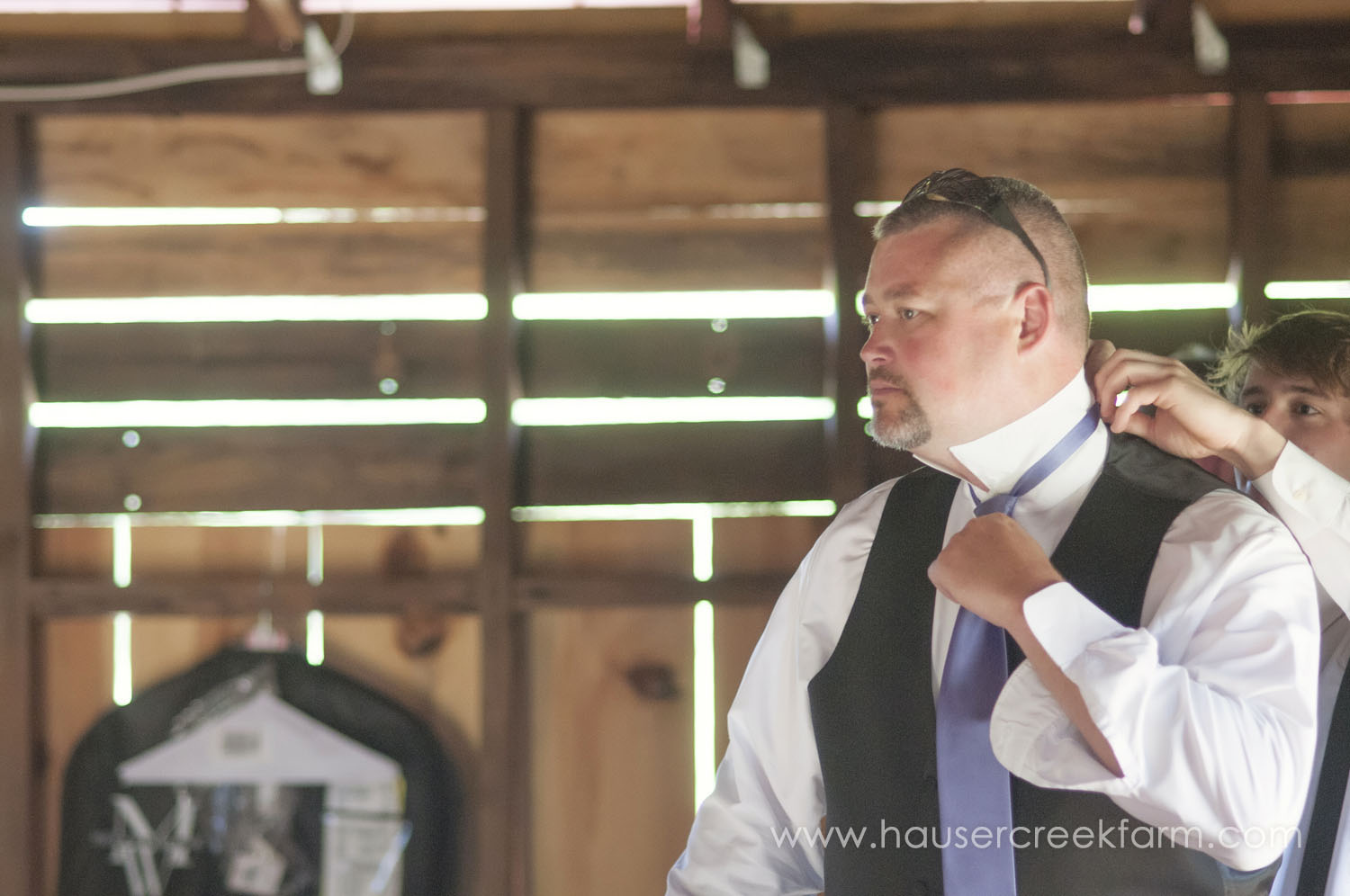groomsmen-fixing-tie-for-farm-wedding-a-photo-by-ashley-0307.jpg