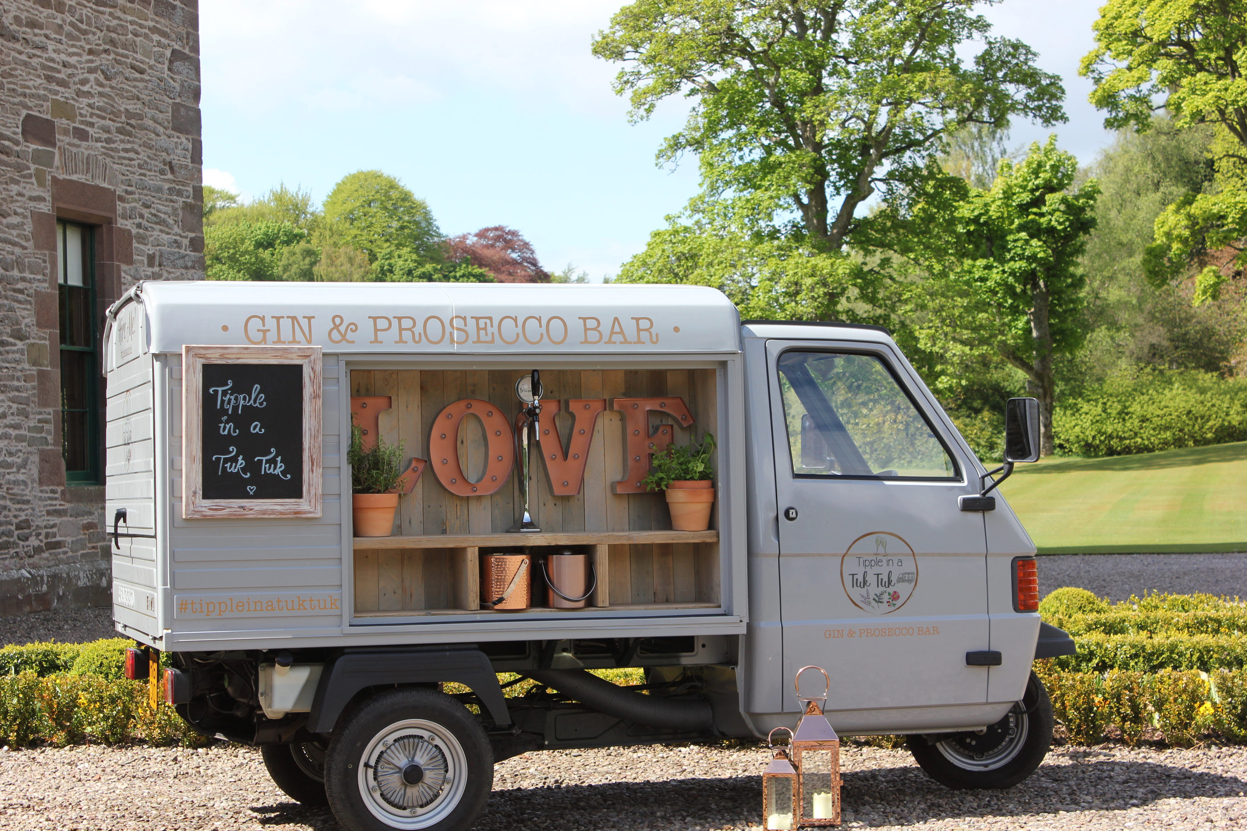 Mini Barrel of Bubbly package £350 - Our gin & Prosecco van available for hire