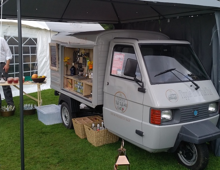 gin-and-prosecco-van-taste-angus