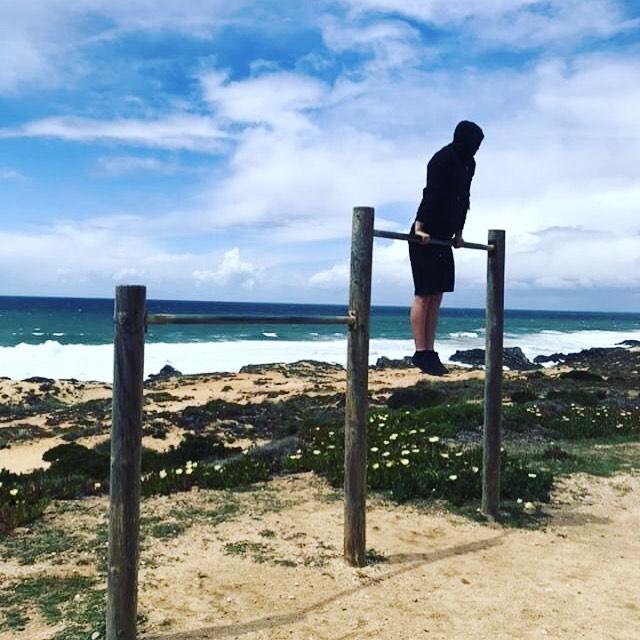 Muscle up paradise . . . . . . #gymnastics #gym #crossfit #movnat #movementculture #yoga #meditation #barstarzz #calasthenics #gymnasticbodies #trainingday #gymmotivation #gymshark #yogagirl #yogalife