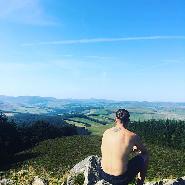 Down hill Mountain biking up Scotland nothing better then a good view before hitting the trails . . . . #downhillmtb #mountainbiking #hiking #vanlife #vanlifediaries #wanderlust #nature