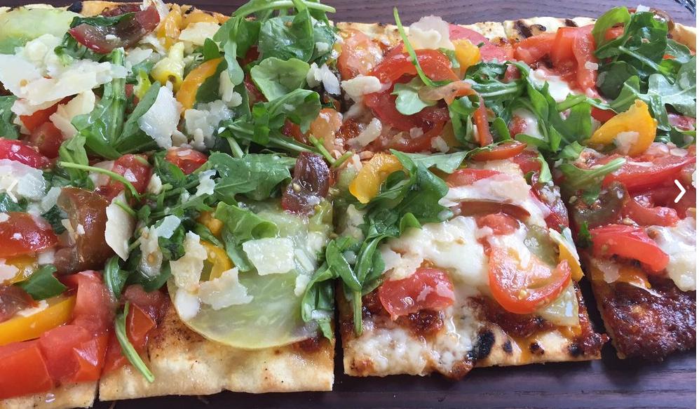 Veggie Flatbread a Pizza